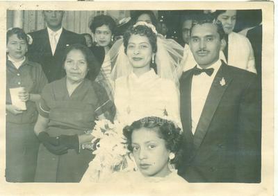 Matrimonio religioso del la Srita. Marina Ceniceros Medina y Sr. Javier Limones Gallegos (f) en la Catedral del Carmen el 14 de febrero de 1956.