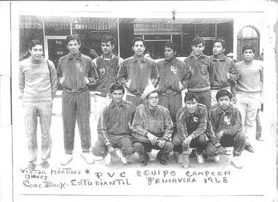 """Equipo campeón estudiantil Primavera 1967-1968: Jorge Lam, Antonio Medinaveitia, Juan, César Solís (f), Víctor Martínez """"El Chachas"""", Zenón Cortinas, Enrique Galeano, Ricardo Mota y Ricardo Castellanos."""
