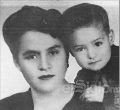 Enrique Miyar Jiménez, quien recientemente celebró 79 años de vida. En la foto, lo acompaña su mamá, la Sra. Amparo Jiménez Luna.