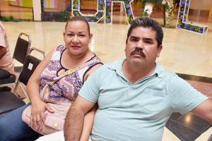 04082019 EN EL MALL.  Doris y Juan Carlos.
