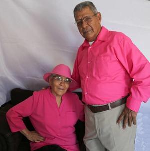05082019 FELIZ CUMPLEAñOS.  Celia acompañada de su esposo, Andrés.