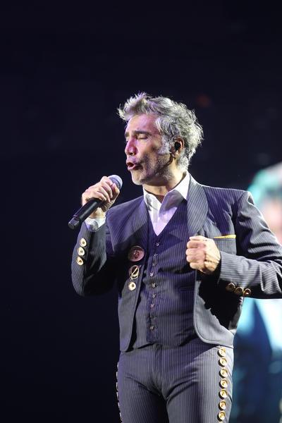 El pop y el rock quedaron atrás para ceder lugar al mariachi que anunció su llegada con el 'Huapango de Moncayo', 'Guadalajara' y 'Ay Jalisco'.