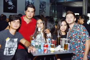 Héctor, Alberto, Ana, Mafer y Tony