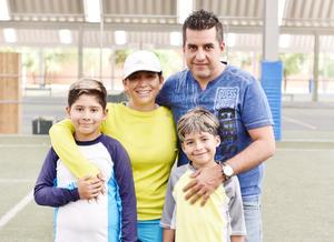 Marcelo, Mateo, Luz y Eduardo