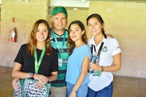 Paola, Toño, marifer y Ana Sofia