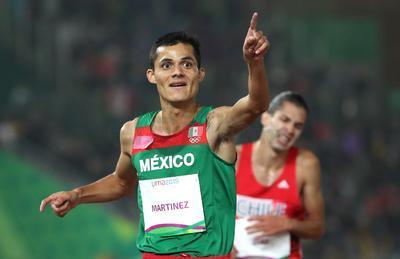 Fernando dejó en el segundo lugar al brasileño Altobeli Santos con crono de 13:54.42 y en tercero al chileno Carlos Díaz con un tiempo de 13:54.43.