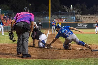 Carlos Muñoz anotó una para de los de casa en el cierre de la cuarta, con error del segunda base a batazo de Jesús Loya. Francisco Peguero empujó una más para la visita en la quinta, con batazo de bola ocupada.