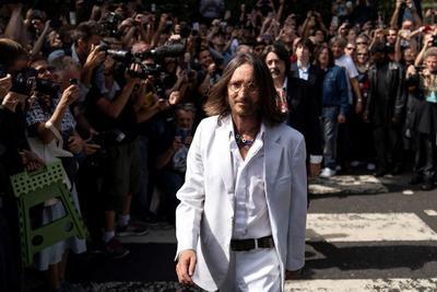Cada año, miles de turistas atraviesan el paso de cebra de Abbey Road.