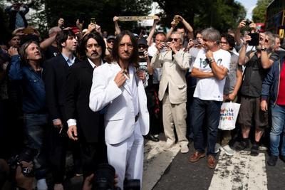 Centenares de personas se congregaron en el icónico cruce de la capital británica.