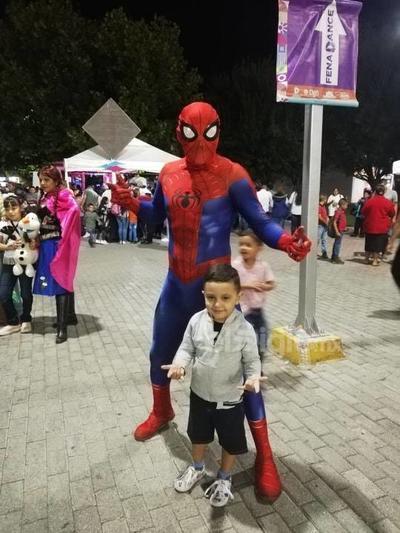 Santi con Spider-Man.