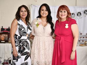 08082019 SE CASARá EN OCTUBRE.  Elizabeth acompañada de María Ortiz Roque y Juana Romero Reynoso, organizadoras de su despedida de soltera. La festejada se casará con Juan Manuel el próximo 26 de octubre.