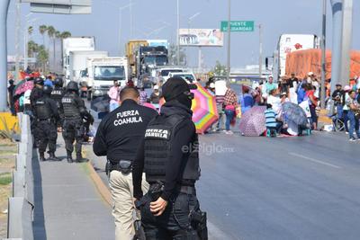Desafortunadamente las autoridades de Vialidad de Torreón no implementaron ningún operativo para informar a los automovilistas sobre el bloqueo y poder tomar otra vía alterna.