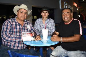09082019 EN EL RODEO.  Juan Manuel Ibarra, Juan Manuel Ibarra jr. y José Antonio Ruiz.