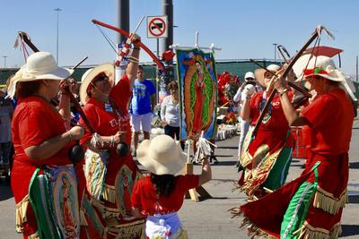 En El Paso se oficiaba una misa de réquiem por Javier Amir Rodríguez.