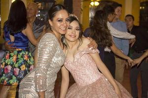 11082019 Lorelai Moreno acompañada de su madre, Giselle Pasillas.