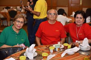 10082019 FESTEJO EN FAMILIA.  Cecilia, Ricardo y Luz María.