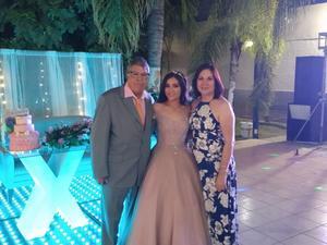 11082019 UN AñO MáS DE VIDA.  Alejandra Álvarez celebra sus XV años en compañía de su abuelito y su tía.