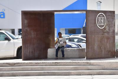 Son pocos los espacios asignados para aguardar a los camiones que estén debidamente señalados. Asimismo, son escasos aquellos que cuentan con una sombra.