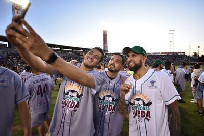 Algodoneros y Guerreros se enfrentan en el Estadio Revolución