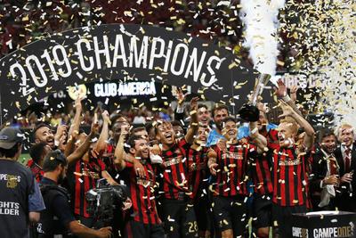 El equipo de Atlanta United se adjudicó el trofeo amistoso de la Campeones Cup tras imponerse 3-2 sobre América, en un partido que proclamó al cuadro de la MLS de Estados Unidos como el mejor del futbol de Norteamérica.