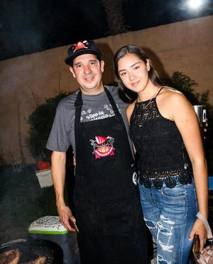 15082019 Padre e hija cocinando juntos.