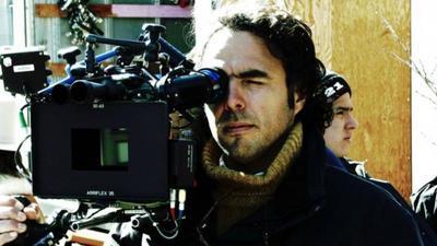González Iñárritu ha logrado el reconocimiento internacional gracias a su carrera como director, pero sus inicios fueron en los medios de comunicación, en los que destacó por su trabajo en la estación de radio WFM 96.9 como locutor, en los 90.