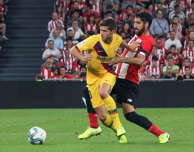 El Barça, por su parte, estrelló dos balones en los palos en la primera mitad. El primero a través de Luis Suárez, en el minuto 32, y el segundo, en el 43 por mediación de Rafinha, que acababa de sustituir al uruguayo, lesionado, y que acabó en el larguero después de ser desviado por Unai Simón.