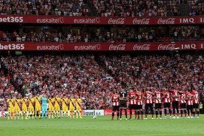 Tras el descanso, el Barça prácticamente monopolizó la pelota, pero sin crear apenas peligro sobre la meta local salvo en un par de acciones de Rafinha, el jugador más destacado del conjunto azulgrana.