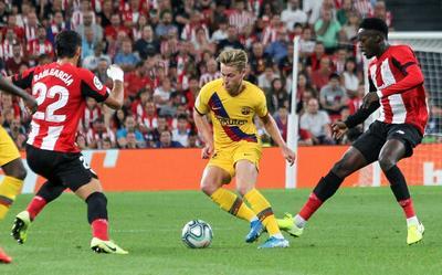 Un golazo de Aritz Aduriz en el minuto 89 de partido dio este viernes la victoria al Athletic Club sobre el Barcelona (1-0) en el encuentro inaugural de la Liga española 2019-20, en San Mamés.