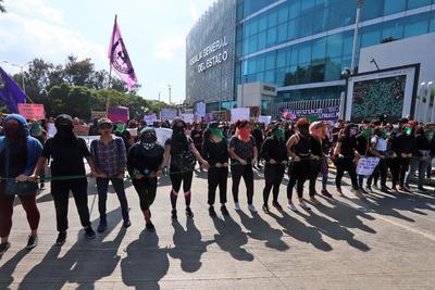 La manifestación que se tenía previsto que culminara en el Zócalo capitalino quedó concentrada sobre las calles de la colonia Juárez, en la Zona Rosa, donde se registraron actos vandálicos durante aproximadamente tres horas, sin que elementos policiacos intervinieran.