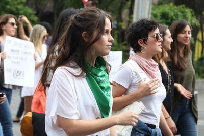 La actriz Natasha Dupeyron, que acudió a la manifestación.