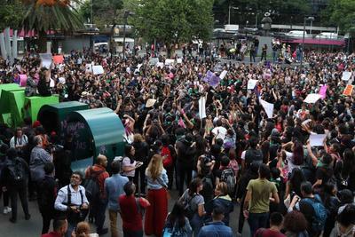 Luego de realizar un pronunciamiento en la Glorieta de Insurgentes, donde exigieron que se active la Alerta de Género en la capital del país, emprendieron la movilización, pero ahí comenzó el caos.