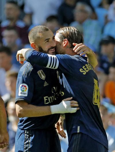 Zinedine Zidane inició el primer partido oficial de la temporada sin ningún fichaje en su equipo titular y recuperando para la causa a Gareth Bale, que fue el mejor del partido. Inventó el primer gol, en una acción por la izquierda que remachó a la red Benzema a los 12 minutos.