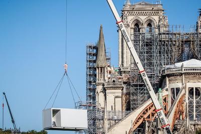 Notre Dame volvió a recibir trabajadores.
