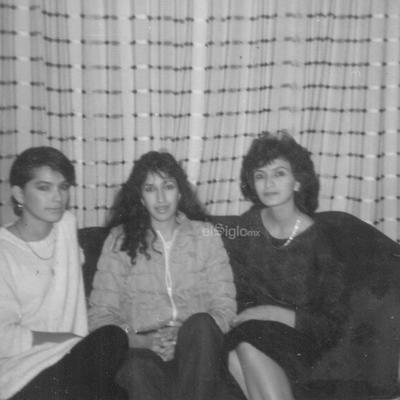 Festejando la Navidad de 1980, las primas Irma Nora, Rosalba Patricia y Maritere Limones.