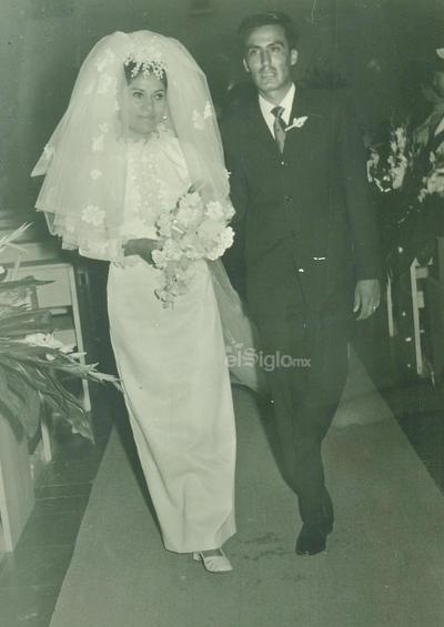María Elena Rivas Pérez y Martín Dávalos López, se casaron en agosto de 1969, en la iglesia Sagrado Corazón de Jesús.