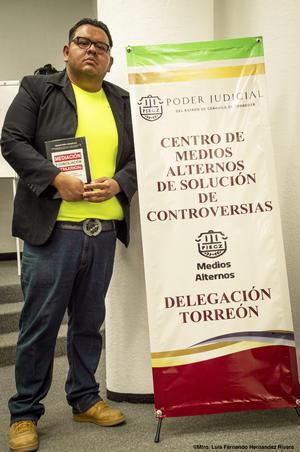 18082019 El Mtro. en Derecho Luis Fernando Hernández Rivera, quien durante todo el curso tuvo una gran participación y destreza para las prácticas de Mediación, está buscando integrarse a este equipo de trabajo.