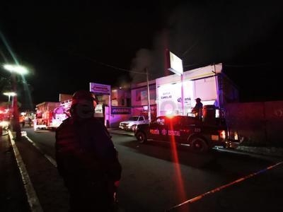 Un fuerte incendio registrado en un local comercial de Durango en los últimos minutos de este lunes, dejó pérdidas cuantiosas.