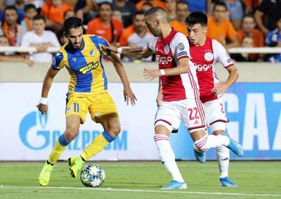 Ajax jugó los últimos 10 minutos con 10 hombres después que el defensa Noussair Mazraoui fue expulsado a los 80 minutos por una segunda tarjeta amarilla.