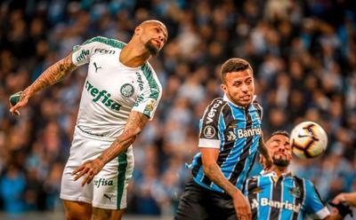 Y fue precisamente el exjugador del Milán quien al primer minuto marcó un gol bien anulado por el árbitro argentino Patricio Loustau, que sancionó una falta.
