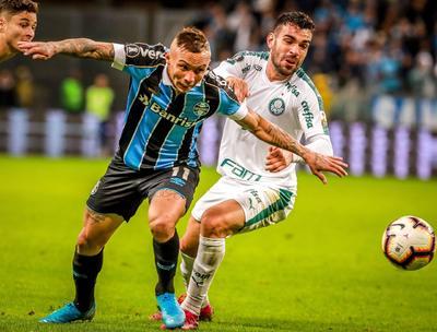 El Palmeiras abrió el marcador a los 30 minutos, en una falta cobrada por Marcos Rocha y que Scarpa, artillero del equipo en este año, completó con un potente remate que dejó sin chance de defensa a Paulo Víctor.