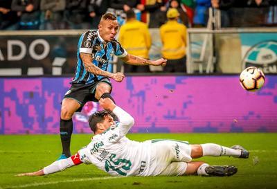 El inicio del segundo tiempo fue idéntico al de la primera etapa, con el Palmeiras volcado al ataque y Dudú, nuevamente, tuvo la oportunidad de ampliar el marcador.