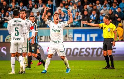 El incisivo Éverton, en dos ocasiones, dio el trueque y llevó peligro a la defensa del Palmeiras y posteriormente Jean Pyerre aprovechó un descuido del paraguayo Gustavo Gómez para levantar a los casi 50,000 espectadores que acompañaron al 'Tricolor Gaúcho'.
