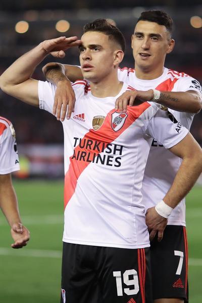 River, campeón en 1986, 1996, 2015 y 2018, tomó rápido la ventaja merced a un penal sancionado por el árbitro peruano Víctor Hugo Carrillo con ayuda del video arbitraje (VAR).