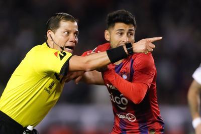 Al promediar el complemento, Carrizo derribó en el área a Exequiel Palacios y el árbitro marcó el segundo penal de la noche que Borré ejecutó con un cruzado de derecha.
