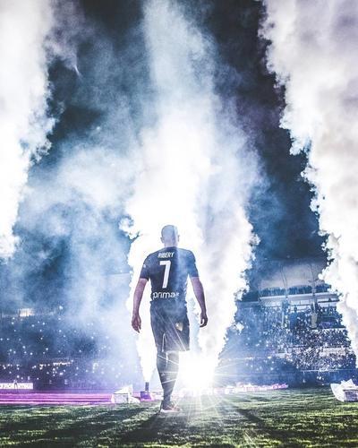 Fiorentina presenta a  Franck Ribéry, ante 12 mil aficionados