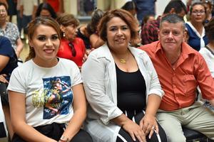 23082019 MUY CONTENTOS.  María Victoria, Maricruz Campa y David Machado.