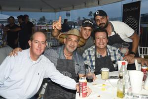 23082019 EN TORNO AL ASADOR.  Arturo, Jorge, Vicente, Toño y Omar la pasaron de lo mejor.