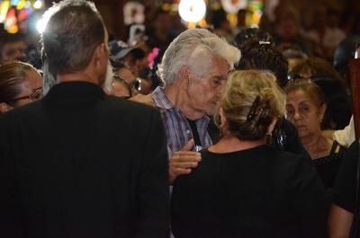 Familiares dan el último adiós al fallecido acordeonista mexicano Celso Piña.