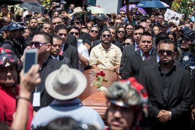 Arribo del cuerpo del Rebelde del acordeón a la Basílica de Guadalupe en Monterrey.